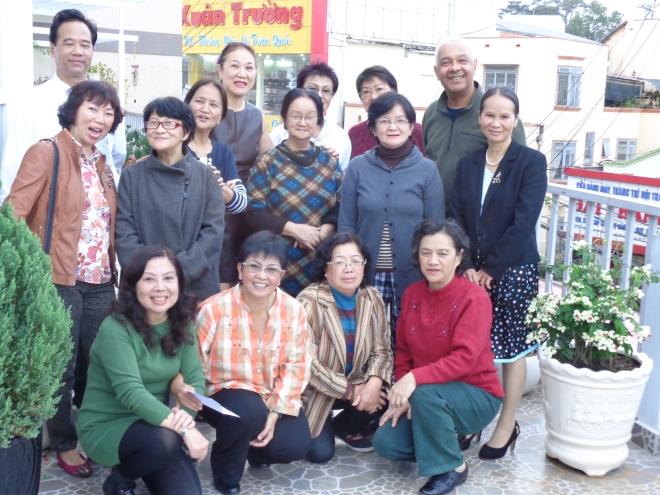 Ex-collègues et ami(es), réunis au domicile de Madeleine, au centre-ville de Dalat, le 22 novembre