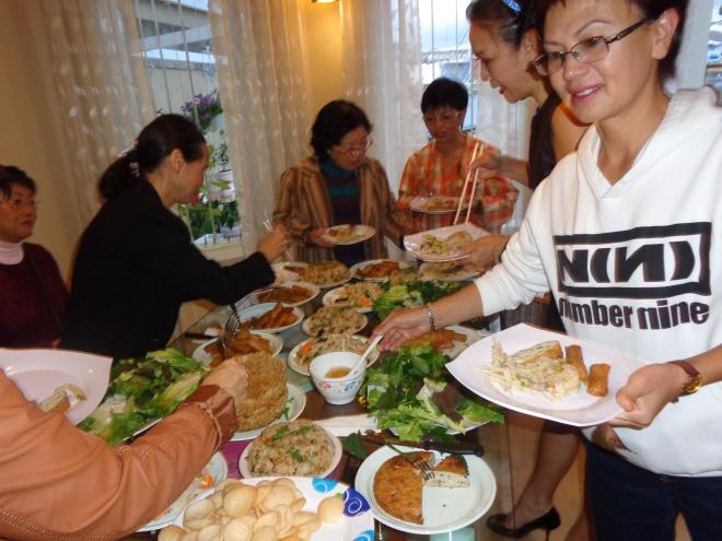 La rencontre a eu lieu autour d'un délicieux buffet préparé avec amitié