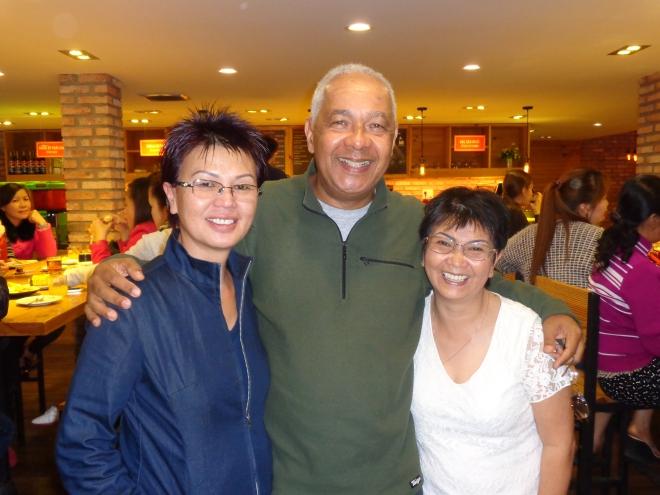 Nouvelle rencontre avec My, et sa soeur Chi, le lendemain, dans un café du centre-ville ...