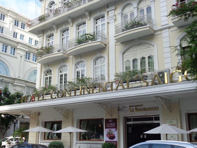 L'hôtel Continental, construit en 1880. André Malraux, Graham Greene y ont séjourné....