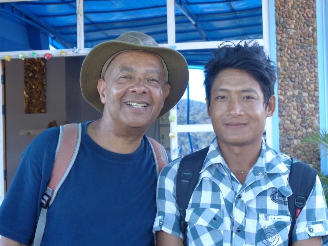 Fatigué mais heureux en compagnie de Maung Lan après notre randonnée.
