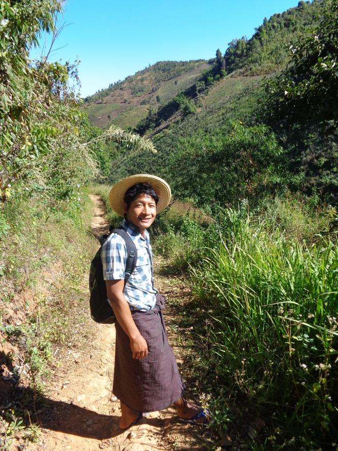 Maung Lan, vêtu, comme la plupart des Birmans, du longyi traditionnel.