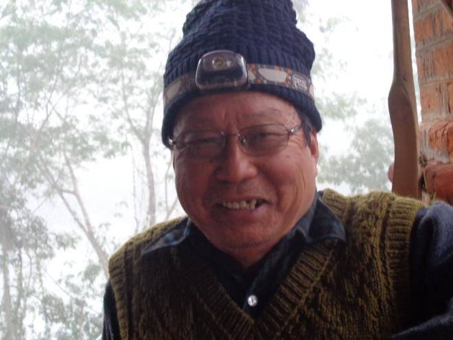 Mr. Charles, 78 ans, est une véritable institution à Hsipaw. Ayant débuté sa carrière comme marchand de thé, il s'est reconverti, il y a 20 ans, dans l'hôtellerie, et possède aujourd'hui presque le monopole des chambres disponibles à Hsipaw...