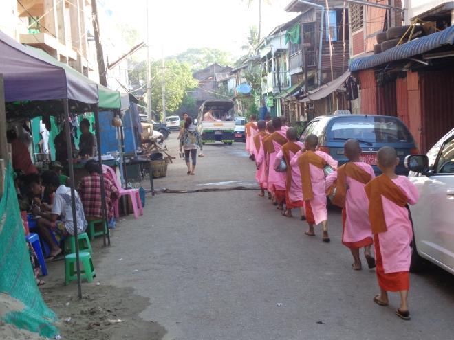 Yangon, le matin, quartier Pazundaung