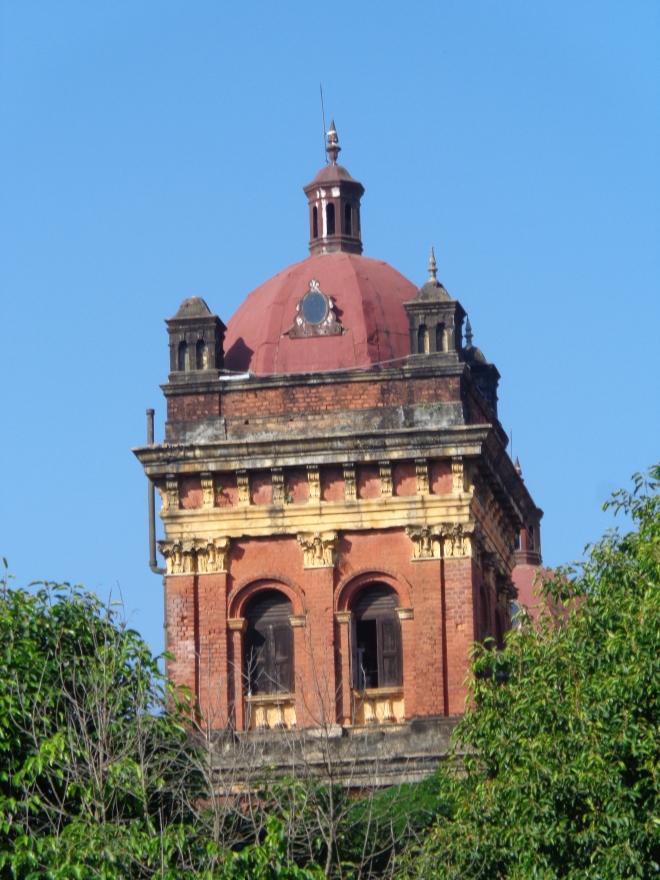 La Tour de l'ancien Secrétariat, siège du pouvoir colonial en Birmanie. C'et dans ce bâtiment qu'a été assassiné en 1947 le général Aung San, père de Aung San Suu Kyi.