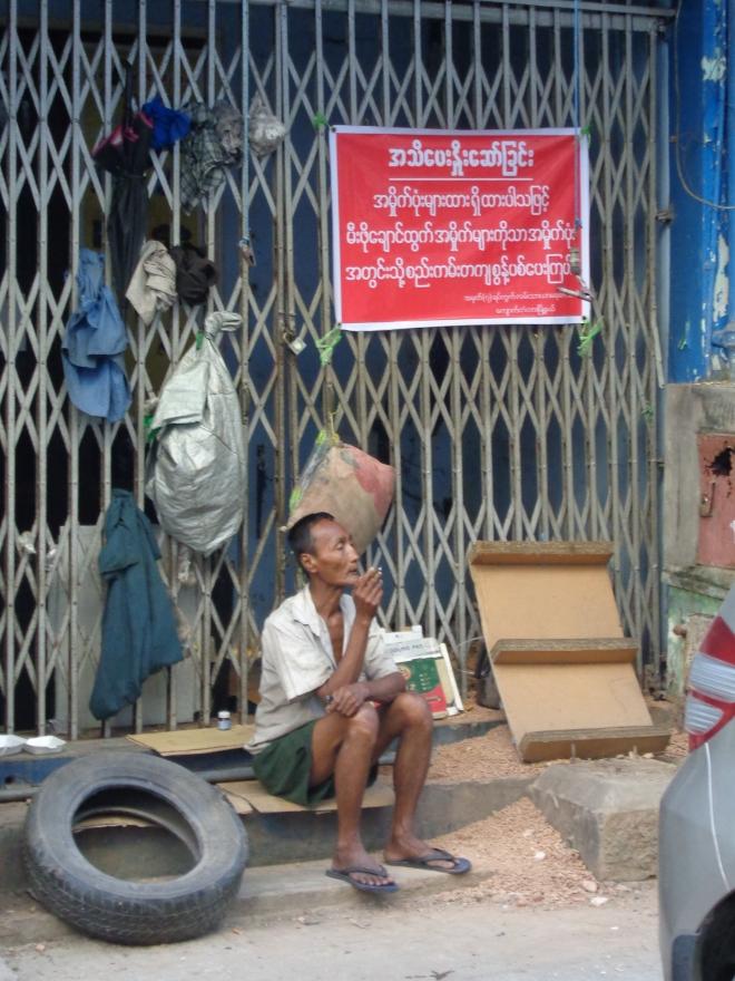 Moment de repos, centre-ville de Yangon.