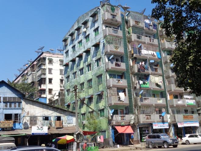 Immeubles résidentiels typiques de Yangon...