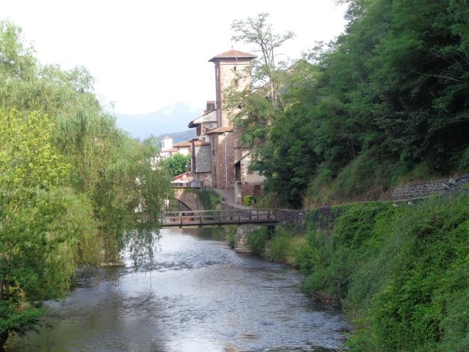 Sentier le long de la rivière La Nive.