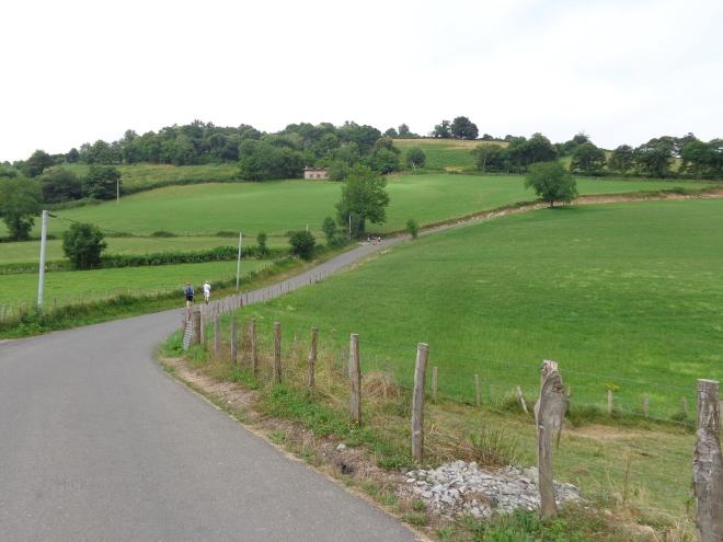 Premiers kilomètres du tronçon du Chemin de St Jacques de Compostelle entre St-Jean-Pied-de-Port et Ronceveaux...