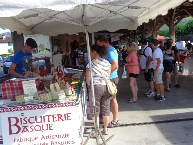 Marché, St Jean-Pied-de Port, jeudi 23 juillet.