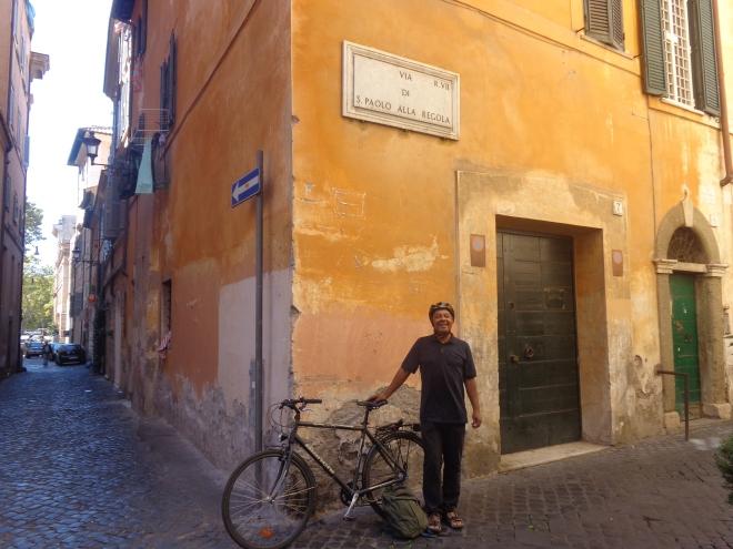 """28 degrés à Rome aujourd'hui, 21 septembre.... Ai décidé de louer un vélo dans le """"centro historico""""...."""
