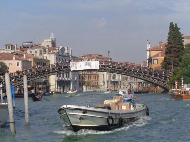 Le Pont Accademia, en arrière-plan.