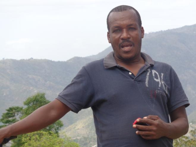 """Mon chauffeur, Bernardin, la quarantaine, père de deux enfants, ancien militaire et grand amateur de """"borlette"""", la loterie haïtienne..."""