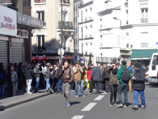 Manifestants réunis Place des Fêtes (19è) à Paris, dimanche 1er mai.