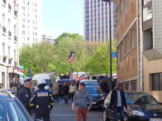 Quelques minutes avant le début du défilé du 1er mai organisé à Paris par la CNT, la Confédération nationale du travail. Le défilé sera, un peu plus tard, entre Bastille et Nation, émaillé d'incidents violents entre forces de l'ordre et manifestants.