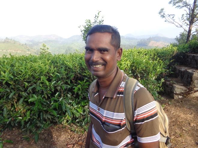 Samy, 47 ans, guide exceptionnel, né dans la région de Munnar, père de deux enfants et, comme une grande partie de la population, membre du parti communiste de l'état du Kerala.