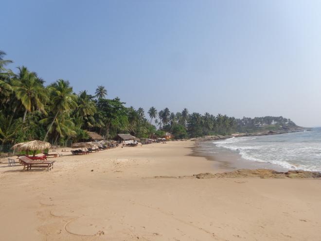 La plage de Goyambokka, située à une dizaine de kilomètres à l'ouest de Tangalle.