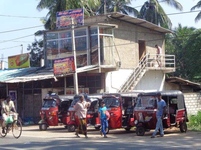 Une scène typique de rue sri-lankaise...
