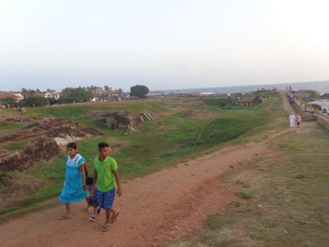 Sur les remparts de Galle, au crépuscule, samedi 7 janvier